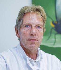 portretfoto kleur) dr. J.H. Schouwink